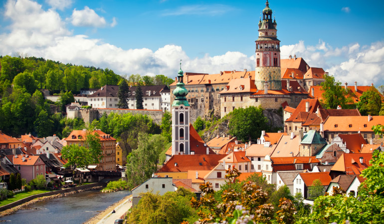 How to get from Cesky Krumlov to Prague